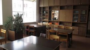 Kai kuriuos leidinius studentai gali skaityti tik bibliotekos skaitykloje. Autorės nuotr.