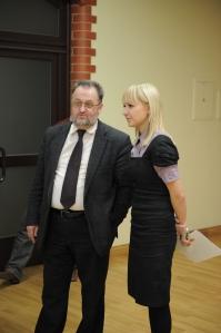 Komunikacijų katedros dėstytoja Edita Valinčienė kalbina KU rektorių prof. V. Laurėną. A. Pelakausko nuotr.