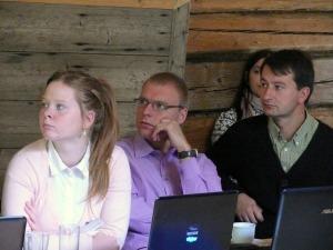 Antrakursė KU žurnalistikos studentė Rūta Juozapaitytė (kairėje) Europos verslo reporterio stovykloje – Kauno raj. Zalensų sodyboje.