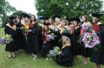 Diplomai jau žurnalistikos absolventų rankose. KU katedros archyvo nuotr.