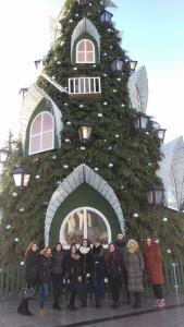 Ekskursija prasidėjo nuo centre išpuoštos Kalėdų eglutės